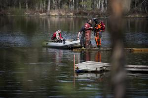 Den man som dykarna sökte efter i Rösjön utanför Falun hittades död.