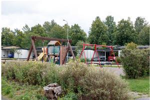 Befintliga lekparker bör rustas upp och fler nya lekparker tillkomma, gärna med sittplatser. Foto: Södertälje kommun