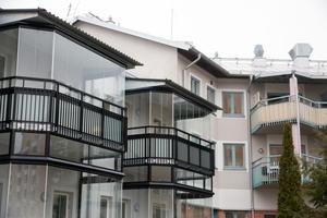 De flesta balkonger är vända in mot bakgården.