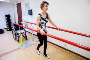 Anita M Westlund är beroende av gångträning i barren för att motverka sina sjukdomar.