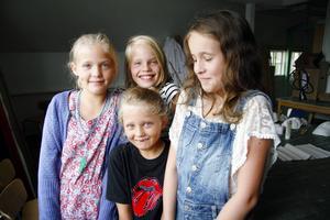 Systrarna Tilda Hjelm och Saga Hjelm har deltagit i kulturfritids i flera år. I år är även deras lillasyster Klara Hjelm med. Kompisen Solveig Englund har också varit med flera gånger.