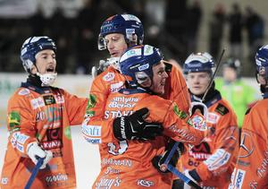 Patrik Nilsson bombade in fyra nya mål, varav ett när Bollnäs kunde skaka av sig Frillesås i andra halvlek.