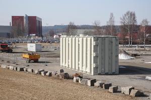Kommunen har beordrat ägaren av den stora containern att den måste tas bort så snart som möjligt.