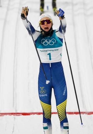 Stina Nilsson jublar efter sitt OS-guld i sprint.