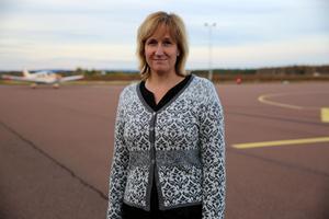 Anna Hed på flygplatsen i Mora.