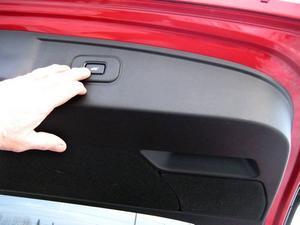 Bilar med bästa paketutrustningen har elstängning av bakluckan.