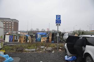 EU-migrantlägret vid Industrigatan i Malmö under uppbyggnad. I dag bor 400 personer i skjul på den privata industritomten.