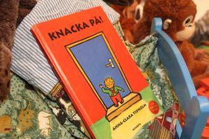 Utställningen bygger på boken Knacka på! av Anna-Clara Tidholm.