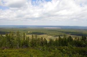 Mitt på Älvdalens skjutfält ligger Mossibrändan med den enorma grusytan som är anlagd för provverksamhet.