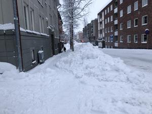 Snöhögar liknande denna ska ta villaägare ta bort från trottoaren. Arkivbild.