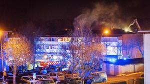 En man i 60-årsåldern är nu misstänkt för grov mordbrand efter lördagens brand på Stenkullevägen i Nykvarn. Foto: Stefan Christophs/Läsarbild