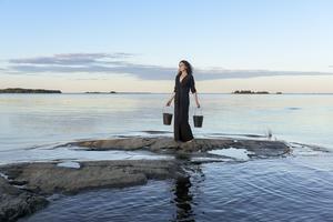 Magdalena Ljung blandar vardaglighet med surrealism.
