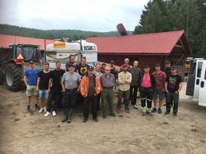 Här är de privatpersoner som gör en ideell insats för att begränsa branden i Ängraområdet.