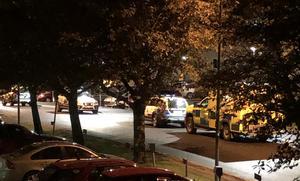 Flera polispatruller och två ambulanser ryckte ut. Bild: Läsarbild