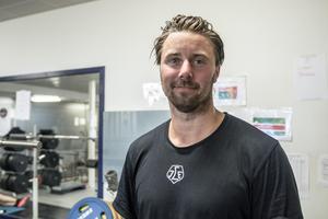 Mattias Karlsson är backen som ska leda Leksands försvar i vinter. Han kommer senast från två säsonger i Karlskrona, som åkte ur SHL.