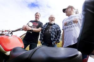 Paul Fogelman, Ulf Westin och Roffe Persson åkte 300 mil på motorcykel i USA.