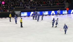 Martin Karlsson har precis gjort matchens sista mål och sitt femte i 12–3-segern hemma mot Motala.