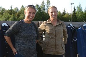 Systrarna Lisa och Karin Persson började sin ryttarkarriär på Östanbräck. Nu bor Lisa i Skåne och föder upp hopphästar, och Karin bor i USA där hon utbildar dressyrhästar.