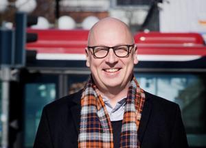 """Lasse Karlsson, 50, komiker, Centrum: """"Jag önskar mig en regering i julklapp. Eller nej förresten, det funkar ju rätt bra utan så det får bli en pyjamas i stället. En randig."""""""