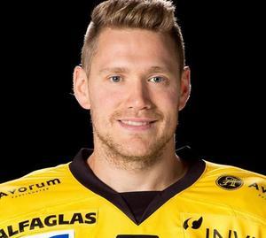 Jonte Berg var tillbaka på isen när Köping vann mot Vännäs. Foto: Köping Hockey.