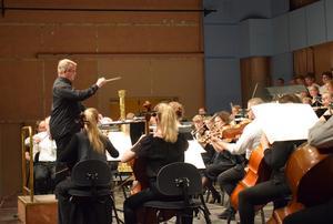 Att spela med proffsmusiker är ett viktigt led i utbildningen – samarbetet med Dalasinfoniettan betyder mycket.
