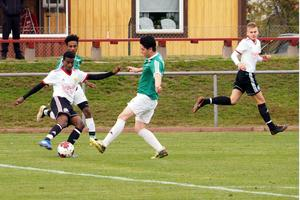 Adil Ahmad gjorde en fin match på mittfältet.