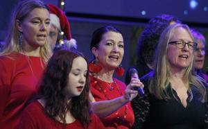Rockkören skapade julstämning i Norrtullskyrkan på söndagen.