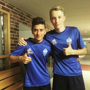 Nöjda målskyttar. Christian Kurt och Lukas Lindberg nätade för Örebro.