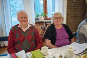Ragnar Olsson fyllde 80 år i maj. Nu gick han den korta biten från sin och sambon Maivor Roséns lägenhet på Kyrkbacken för att bli firad av församlingen.