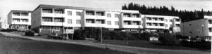 Bräcke fortsatte att växa. 1964 stod fyra nya flerfamiljshus klara på Torpvägen. Vid den här tiden bodde det ungefär 1800 personer i tätorten.