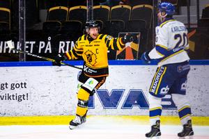Skellefteås Oscar Möller fick jubla mot Leksand i lördags där hemmalaget avgjorde sent i powerplay. Foto: Bildbyrån
