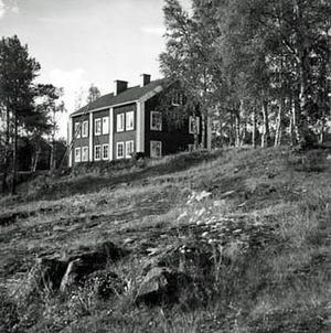 När Kenit Ankarkrona blev moderlös som fyraåring placerades han på Mäja barnhem i Ullånger, Kramfors. Bild: Viktor Lundgren, ur Länsmuseet Västernorrlands fotosamling