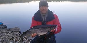 Indrek Rumjantsev från Estland fångade en fin sik på fluga i Långås fiskevårdsområde.