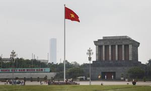 I Hanoi vajar fortfarande röda fanor. Ska vi verkligen göra handslag med kommunistiska enpartistater?