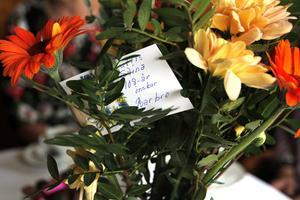Mycket blommor fick Stina Fröjd på sin födelsedag, men också praktiska saker som kaffe och värmande strumpor.