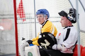 Daniel Berlin och Anders Svensson under Sveriges första träning i Chabarovsk. Foto: Rikard Bäckman / Bandypuls.se / TT