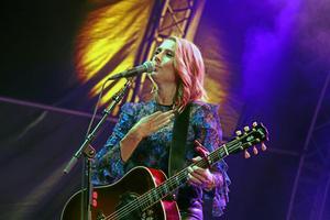 Jill Johnson spelade med Magnus Carlsson på Sommarland live i år.