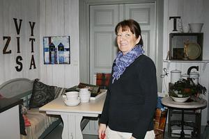 """KREATIV. Marianne Hellberg Ohlsson har utöver sina uppdrag i cateringfirman kurser i drejning och så tillverkar hon sin egen keramik i ateljén på tomten. I dag tilldelas hon Centerkvinnors pris som """"Årets företagsamma kvinna"""" i Hofors/Torsåker."""