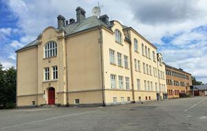 Seminariet för lärarutbildning byggdes vid sekelskiftet år 1900 på Kastellgatan.
