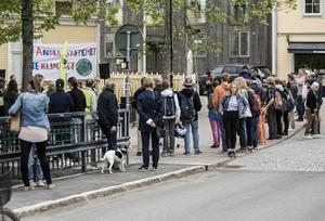Ett femtiotal unga strejkade under fredagen för klimatet vid Skvallertorget.