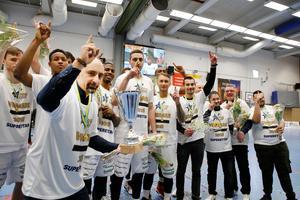 Köping Stars när seriesegern säkrades hemma mot AIK. Foto: Lennye Osbeck Foto: Lennye Osbeck
