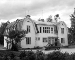 En bild från 1960 där det på baksidan står