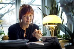 Kulturjournalisten Gunilla Kindstrand har pekat på vikten av att inte tappa bort den gemensamma berättelsen om samhällets utveckling och förändring. Foto: Ulf Borin