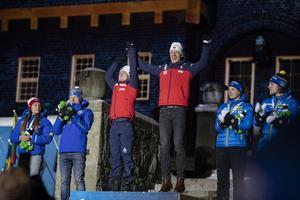 Marte Olsbu Röiseland och Johannes Thingnes Böe studsade upp på översta steget på prispallen.