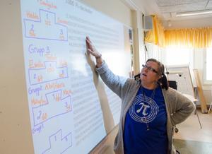 Mia Hjelm Julin har uppmärksammat internationella pi-dagen på sin tidigare arbetsplats Ängsmogården. Nu har hon tagit traditionen med sig till Fjällängsskolan. Hon tycker att matematiken behöver en egen friluftsdag.