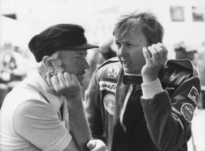 Ronnies kvarlevor flögs hem i Lotuschefen Colin Chapmans privatflygplan. Här samtalar de i samband med Sveriges Grand Prix i Anderstorp tidigare samma år, 1978. Bild: Kent Östlund/TT