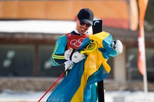 André Myhrer spricker upp i ett stort leende efter sitt OS-guld i slalom. Bild: Joel Marklund/Bildbyrån.