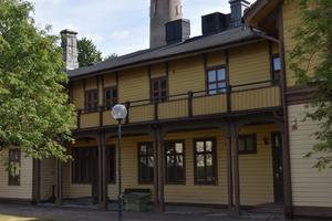 Bostaden uppfördes av Munksjö Pappersbruks första ägare, Knut Ottonin Ljungquist, år 1870.