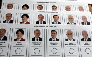 Presidentvalskandidaterna. HDP:s Demirtas bedrev sin kampanj från fängelset. (AP Photo/Ali Unal)