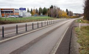 Bygget av en rondell på riksväg 68 vid Källhagens  Industriområdet  kan starta nästa år, men kostnaden för kommunen har ökat med  åtskilliga miljoner.